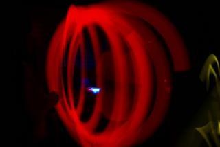 Brilho vermelho amarrando