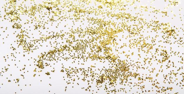 Brilhos dourados brilhantes festivos do natal em um fundo branco