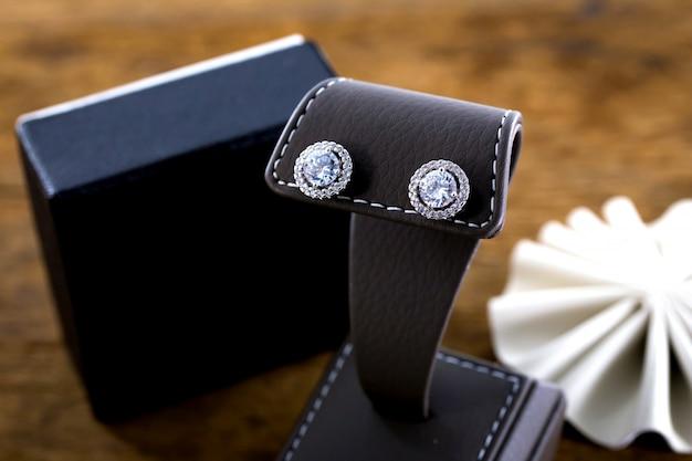 Brincos de diamante