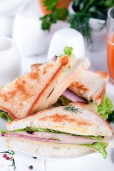 Brinde sanduíche saudável com alface,