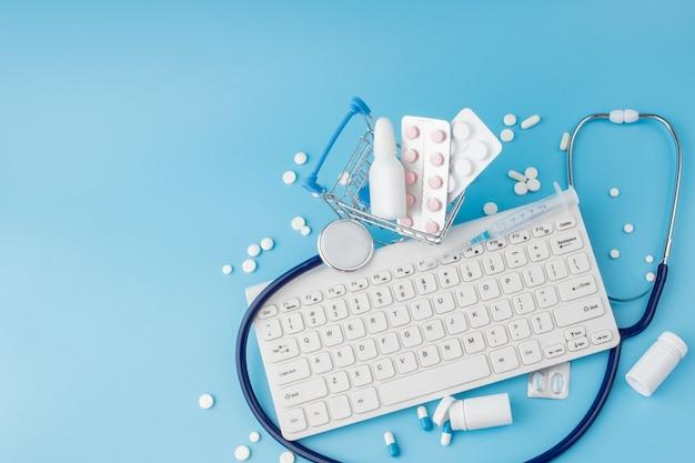 Brinquedo carrinho de compras com medicamentos e teclado
