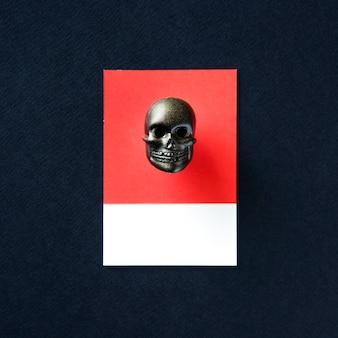 Brinquedo de cabeça de caveira de esqueleto escuro