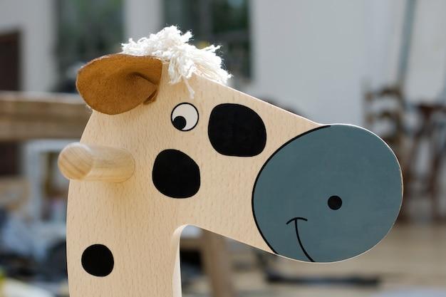 Brinquedo de cavalo de madeira