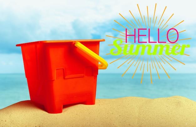 Brinquedo de criança de verão na areia