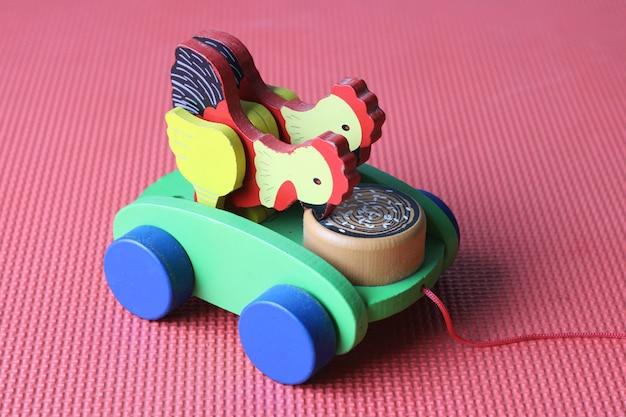 Brinquedo de puxar de madeira para crianças