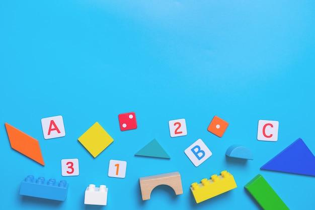 Brinquedo educativo escolar e estacionário para o conceito de matemática