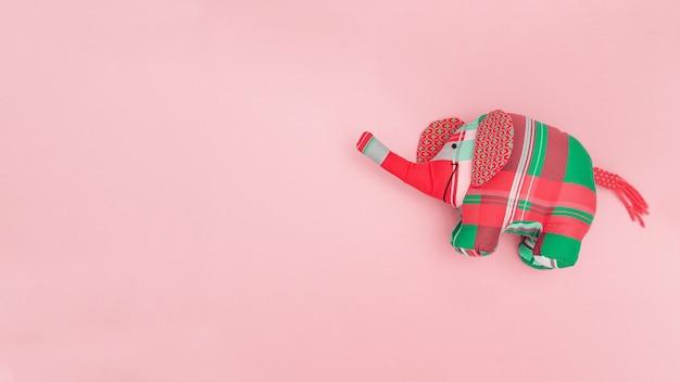 Brinquedo infantil brilhante de elefante colorido