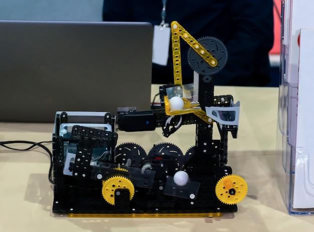 Brinquedo robô de carro para montar você mesmo