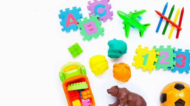 Brinquedos coloridos para crianças