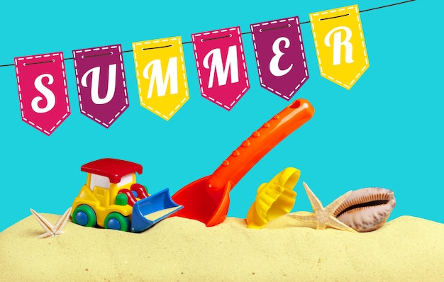 Brinquedos de criança de verão na areia