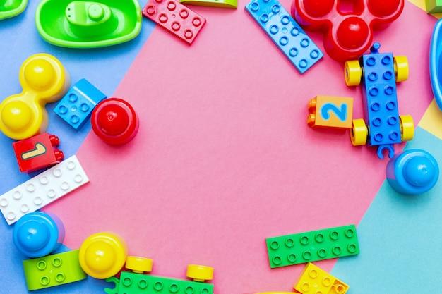 Brinquedos de educação infantil colorido criança quadro copyspace de fundo