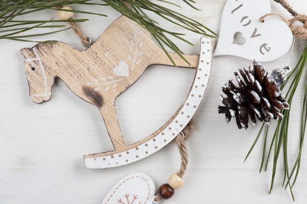 Brinquedos de madeira natal vintage, cavalo de balanço