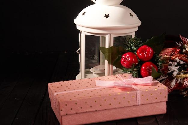 Brinquedos de natal, presente, feriado, decoração, fundo de madeira