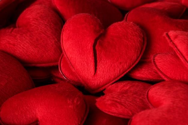 Brinquedos de pelúcia coração vermelho
