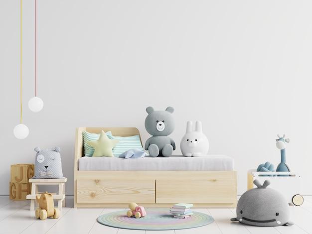 Brinquedos fofos na cama de criança
