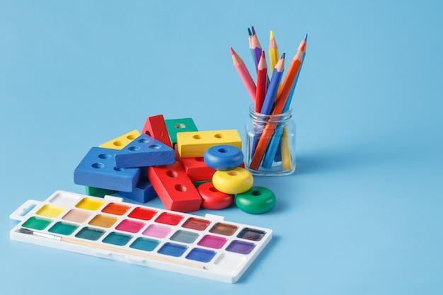 Brinquedos infantis para aprender habilidades