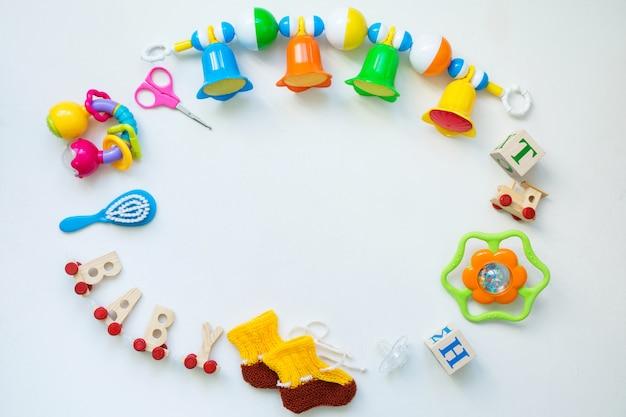 Brinquedos para crianças na vista superior