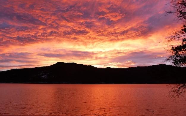 Britânico lago canim amanhecer columbia canadá