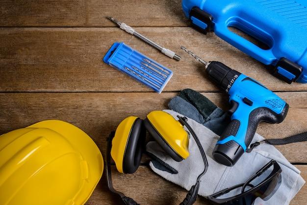 Broca e conjunto de broca, ferramentas, carpinteiro e segurança, equipamento de proteção