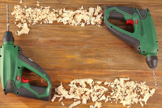 Brocas e aparas elétricas para carpinteiro em madeira