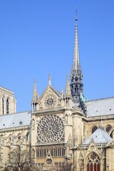 Broche gótico de notre dame de paris