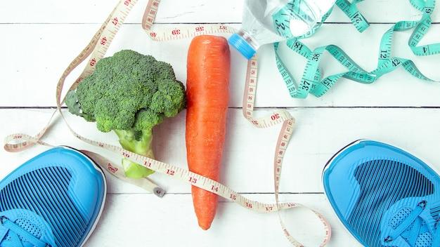 Brócolis, cenoura, grãos integrais, água.