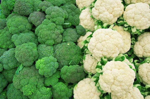 Brócolis e couve-flor no mercado