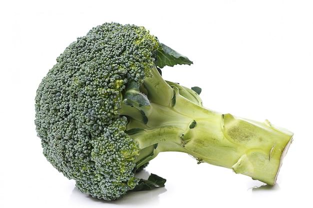 Brócolis em cima da mesa