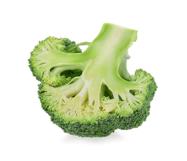 Brócolis isolado em fundo branco