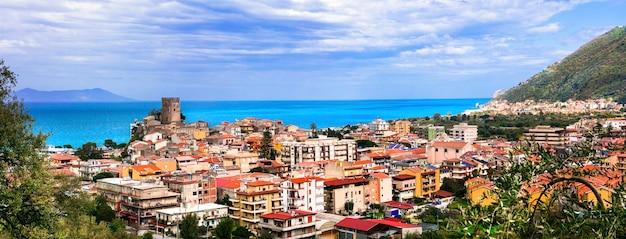 Brolo - pitoresca vila medieval localizada na província de messina, na ilha da sicília, itália