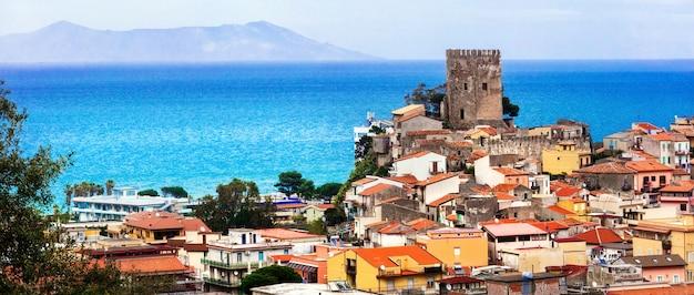 Brolo - pitoresca vila medieval localizada na província de messina, na sicília, itália