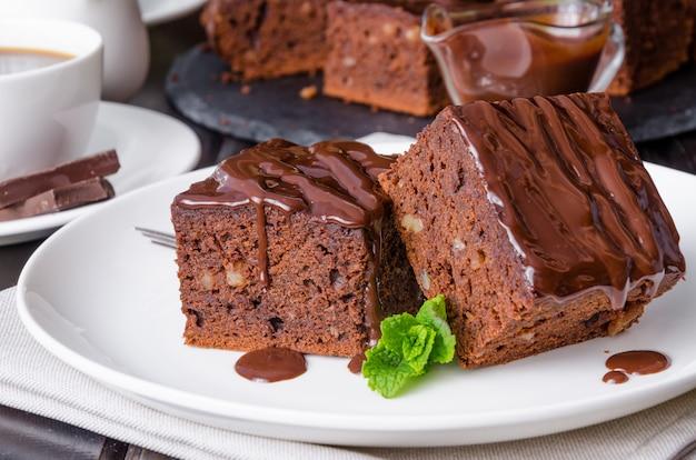 Brownie de chocolate com nozes e esmalte