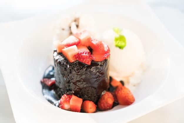 Brownie do partido do bolo de chocolate preto