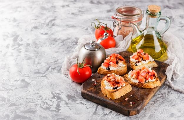 Bruschetta com tomate