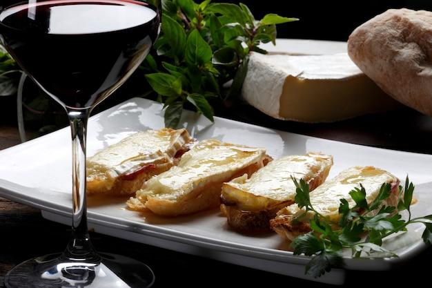 Bruschetta e vinho tinto