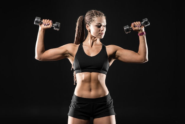 Brutal, atlético, mulher, bombear, cima, músculos, com, dumbbells