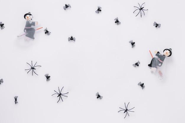 Bruxas decorativas de halloween e aranhas pretas