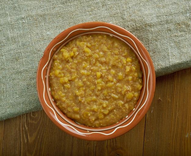 Bryja. slush - um mingau raro ou zacierka, prato característico dos antigos alemães, celtas e eslavos elaborado com base em feijão ou mingau cozido,