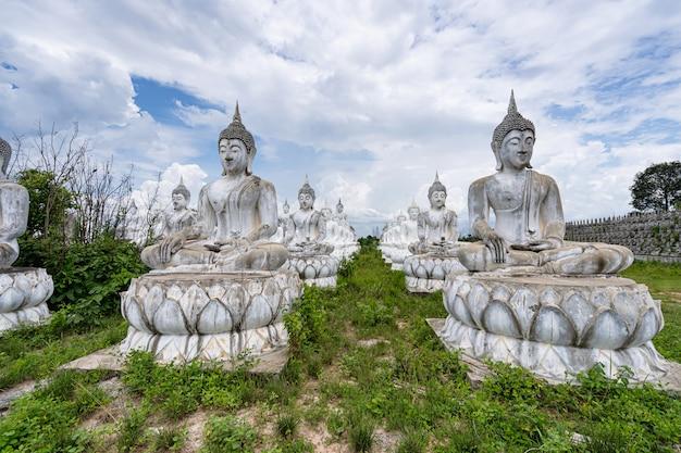 Buda branco na tailândia