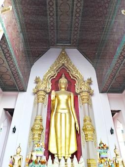 Buda de ouro fica em nakhon pathom