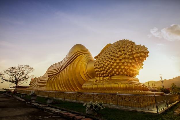 Buda de ouro.