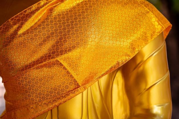 Buda dourado no templo Foto Premium