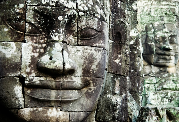 Buda enfrenta em angkor thom, siem reap, camboja