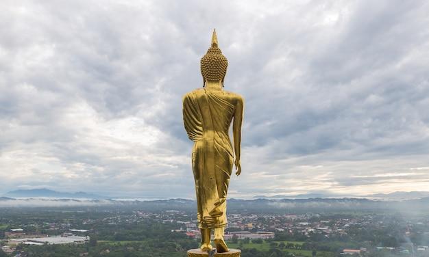 Buda está no topo da cidade.
