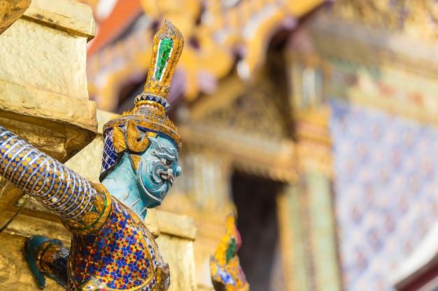 Buda gigante no grande palácio