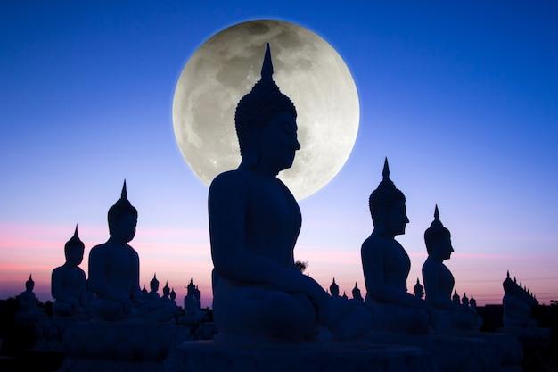 Buda no templo da tailândia