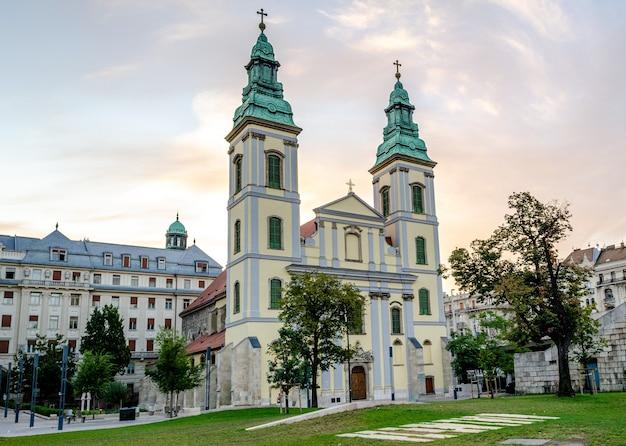 Budapeste hungria, igreja da assunção igreja da cidade interior