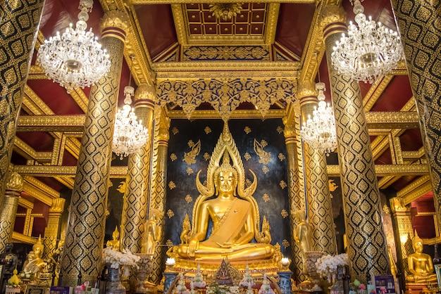 Buddha chinnarat phitsanulok / tailândia buddha shrine, uma das melhores estátuas da tailândia em wat phra sri rattana mahathat. província de phitsanulok