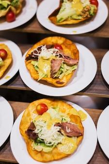 Buffet de comida em restaurante de hotel