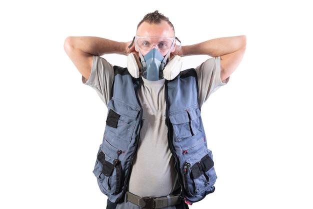 Builder está colocando um respirador. para qualquer propósito.
